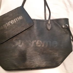 Louis Vuitton purse ( Supreme Edition)
